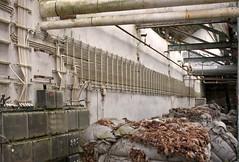 Lederfabrik (2) (david_drei) Tags: urbex pipes stromkabel abandoned freihand