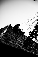Working on the roof (Bobe Mihai) Tags: house roof photo photoshoot black white blackandwhite bucuresti oras city town old oldman work working wood hammer tree outside day