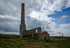 Compressor/Power House and Stack, Levant Mine, Pendeen (Rogpow) Tags: cornwall levantmine mine pendeen cornishmining cornishmines cornishminingworldheritagesite compressorhouse powerhouse chimney stack enginehouse tin tinmine metalmining metalmine industrialhistory industrialarchaeology nationaltrust abandoned disused derelict ruin fujixpro2 penwith