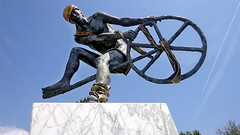 MENTON - Francia (cannuccia) Tags: sculture menton francia metalli statue ruote geometrie arte fabuleuse friendlychallenges metallo