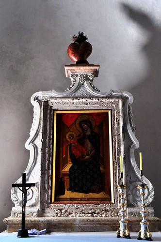 L'ombre suggère, ancienne cathédrale romane Ste Marie Majeure, Rab, île de Rab, Comitat de Primorje-Gorski Kotar, Croatie.