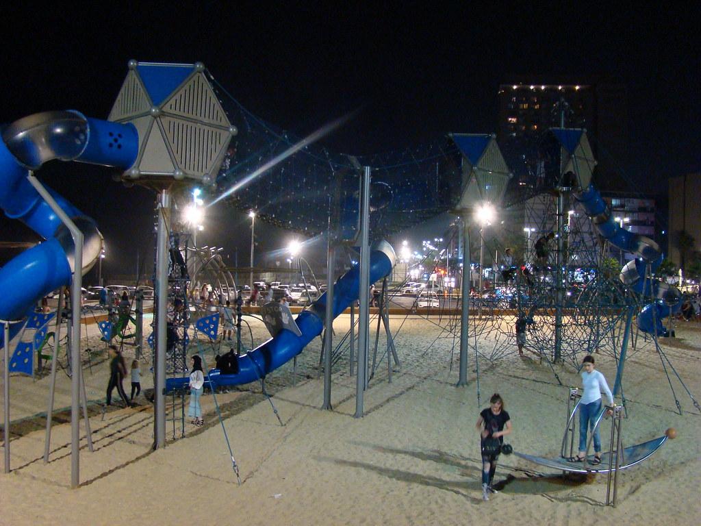 фото: Детская площадка на пляже