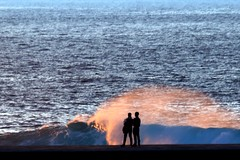 spray in the sunset light (Wackelaugen) Tags: water cean atlantic spray spindrift couple puertodelacruz tenerife teneriffa spain europe canaries canaryislands canaryisles canon eos 760d photo photography stephan wackelaugen
