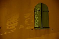 (Jean-Luc Léopoldi) Tags: nuit voletsfermés mur ombres shadows night wall shutters sud