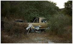 LA 111 (misu_1975) Tags: 35mm f2 planar contax g2 contaxg2 film kodak portra 400iso street bush car oldtruck truck
