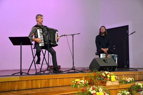 Tiit Kalluste (akordion) ja Kulno Malva (akordion) Paide muusika- ja teatrimajas