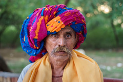 Turban - Leica Summicron-R 50mm 2.0  @2.8 (thomas.pirolt) Tags: leica summicronr 50mm 20 leitz 50 summicron india braj goverdhan radhakund streetphotography street streetlife sony a7 a7ii people portrait candid moment theindiatree old