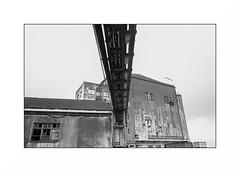 Lorient, zone portuaire (Punkrocker*) Tags: nikon fm2n nikkor ais 28mm 2828 film kodak tmax 400 nb bwfp bnw monochrome port harbor street city lorient anoriant keroman morbihan bretagne brittany breizh france