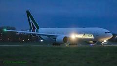 EIDBL 777 Alitalia (Anhedral) Tags: einn snn shannonairport eidbl boeing 777 777200 alitalia az610 diversion night