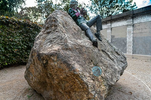 THE WORK OF DANNY OSBORNE [THERE ARE THREE ELEMENTS TO THE OSCAR WILDE SCULPTURE IN MERRION SQUARE]-157806