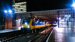 NSR 186 033 als IC trein @ Eindhoven Centraal (Avinash Chotkan) Tags: night eindhoven 186033 br186 traxx bombardier ns