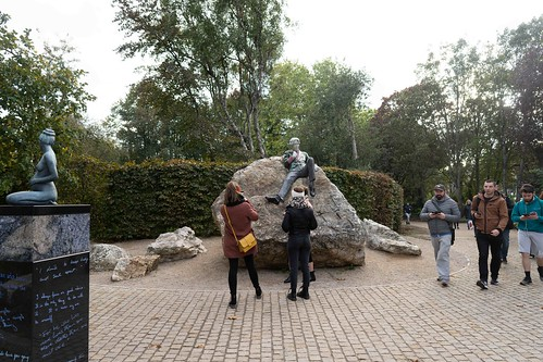 THE WORK OF DANNY OSBORNE [THERE ARE THREE ELEMENTS TO THE OSCAR WILDE SCULPTURE IN MERRION SQUARE]-157801