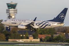 Boeing 737-78J – Tarom – YR-BGF – Brussels Airport (BRU EBBR) – 2019 10 26 – Landing RWY 25L – 02 – Copyright © 2019 Ivan Coninx (Ivan Coninx Photography) Tags: ivanconinx ivanconinxphotography photography aviationphotography boeing boeing737 boeing737700 boeing73778j 737 b737 737700 73778j tarom yrbgf brusselsairport bru ebbr r0371 skyteam