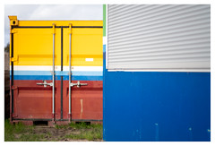 Mondrianesque (leo.roos) Tags: paulcaptijnlaan poeldijk westland urbandevelopment stadsontwikkeling constructionsite container colo geelblau colocomplem bouwplaats arty manu prime solaag a7rii 7artisansdjoptical5011 7artisans5011 darosa leoroos