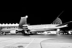 United Airlines 2000 Boeing 777-200 N215UA c/n 30221 at San Francisco Airport 2019. (17crossfeed) Tags: unitedairlines unitedexpress boeing 777 777200 n215ua 30221 airport aviation airplane aircraft flying flight claytoneddy claytoneddy90 landing 17crossfeed sfo sanfranciscoairport sfoov tower takeoff taxi