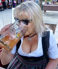 G'suffa! (Gee949Bee) Tags: tracht spaltung beer bier dirndl cleavage blonde maskrug oktoberfest