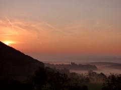 Morgenrot in Flatz / Dawn in Flatz (ursula.valtiner) Tags: landschaft landscape kirche church stlorenzen nebel mist fog morgenrot dawn flatz niederösterreich loweraustria austria autriche österreich
