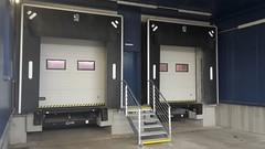 405d9532-dc47-45a7-b34a-57b106ec005e (TLS foto) Tags: sekční vrata bílá hranaté okno prosklení límec těsnící
