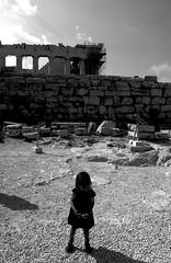 R0012495 (M. Zednar - Street photography?) Tags: street photography greece ricoh black white blanco y negro leica gr mp magnum hcsp girl niña kid