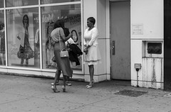New York people (Samarrakaton) Tags: samarrakaton 2019 nikon d750 2470 woman mujer people gente urban urbana callejera street brooklyn nyc newyork nuevayork usa eeuu estadosunidos norteamerica viaje travel vacaciones holidays chica girl byn bw blancoynegro blackandwhite monocromo