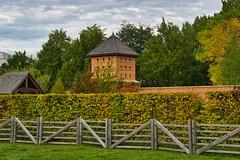 Festung (Harry_Pl) Tags: gärten der welt berlin marzahn deutschland germany herbst baum wolken himmel