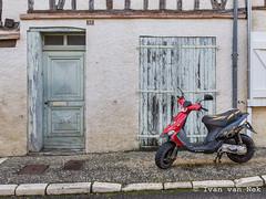 Rue de Beaumont, Cologne (Ivan van Nek) Tags: ruedebeaumont cologne gers france frankrijk frankreich 32 occitanie midipyrénées nikon nikond7200 d7200 doorsandwindows ramenendeuren