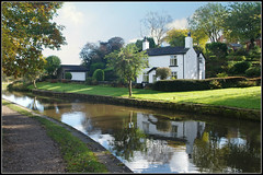 House on the Peak Forest Canal near Disley (stephen dutch BDPS) Tags: peakforestcanal water canal house abode home disley hagbank