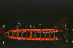 The Huc Bridge (hiphopmilk) Tags: copyright©jaredyehwooehmoehfilms film analog analogue 35mm 135film kodakfilm kodak jaredyeh hiphopmilk nikonfm2 nikonfm2n nikon nikkor vietnam hanoi travel night evening huc bridge cầu thê húc đền ngọc sơn hồ gươm lake hoan kiem park reflection