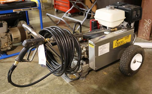 Like new Beco 3000PSI pressure washer with electric start Honda engine ($420.00)
