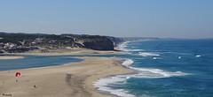 La voile rouge (Armelle85) Tags: extérieur nature paysage mer océan vagues côte falaises plage sable portugal