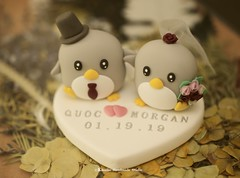 Handmade penguins bride and groom with initials base wedding cake topper, wedding ceremony decoration ideas (charles fukuyama) Tags: handmadecaketopper customcaketopper weddingideas weddingdetails weddingplanning weddinginspiration weddingdecor ceremony claydoll sculpted couplecaketopper marriage justmarried bigday weddingthings mariage boda hochzeit 結婚式 nozze penguin cakedisplay initials bouquet