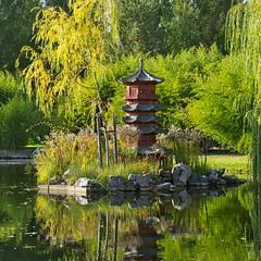 Chinesische Pagode (Harry_Pl) Tags: gärten der welt berlin marzahn deutschland germany herbst baum wolken himmel see wasser pagode chinesisch