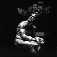 Amykos (irgendwiejuna) Tags: museum frankfurt germany 2019 blackandwhite statue hasselblad hasselblad500cm squareformat mediumformat 120 6x6 analog filmphotography ilford ilfordfilm delta3200 liebighaus