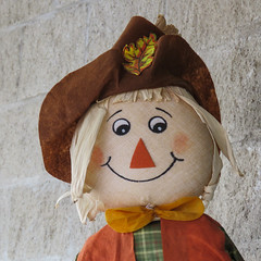 Bragg Creek, Scarecrow Days (annkelliott) Tags: alberta canada wofcalgary braggcreek scarecrowdays competition annual outsidewall face scarecrow headshot smile hat outdoor fall autumn 24october2019 canon sx60 canonsx60 powershot annkelliott anneelliott ©anneelliott2019 ©allrightsreserved