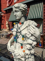 statue with lights (earthdog) Tags: 2019 androidapp moblog cameraphone googlepixel4 pixel4 mall outdoor sanjose bucadibeppo shoppingmall oakridgemall