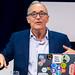 Tim-Berners Lee gestikuliert auf der Digital X in Köln