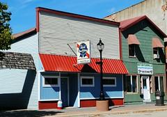 Kim's Silver Dollar Bar - Boscobel, Wisconsin (Cragin Spring) Tags: boscobel boscobelwi boscobelwisconsin rural smalltown wisconsin wi unitedstates usa unitedstatesofamerica midwest kimssilverdollarbar kims silverdollarbar bar pabst