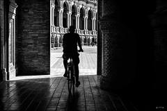 Attirance vers la lumière... / Attraction to light... (vedebe) Tags: ville city rue urbain street urban vélo ombre lumière espagne seville andalousie andalucia noiretblanc netb nb bw monochrome humain human homme people