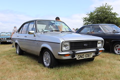 Ford Escort 1.6 Ghia GNO106T (Andrew 2.8i) Tags: festival unexceptional buckinghamshire middle claydon meet show coche voitures voiture autos auto cars car british sedan saloon mark 2 ii mk mk2 1600 ghia 16 escort ford gno106t