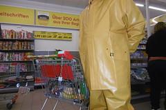 yellow rubberman in Guy Cotten raingear (lulax40) Tags: pvc public rubber rainwear rubberist regenkleidung raingear rubberfetish rubbergear rubberman gummistiefel gummikleidung gummisklave guy cotten hunter wellies