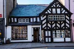 Beaumaris, Built 1400AD14th and one of the oldest houses in Great Britain. Now an Estate Agents Office. (Geordie_Snapper) Tags: 14thhousestillstanding angelsey autumn beaumaris canon5d4 landscape september sunny