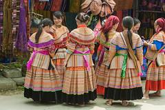 _J5K9060.0511.Bắc Hà.Lào Cai (hoanglongphoto) Tags: asia asian vietnam northvietnam northernvietnam life people women thehmong hmongpeople hmongwomen dailylife canon người phụnữ ngườihmông phụnữhmông cuộcsống đờithường lifeinvietnam fashion womensfashionhmong thờitrangphụnữhmong trangphụccủaphụnữhmông canonef70200mmf28lisiiusm happyplanet asiafavorites candid candidphoto authenticshooting authenticphoto ảnhchụpchânthực photoofauthenticlife northeastvietnam đôngbắc canoneos1dsmarkiii làocai bắchà chợbắchà bachamarket travelportraits street đườngphố cuộcsốngởviệtnam