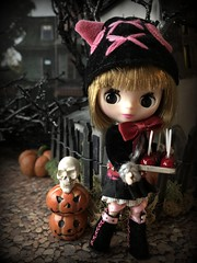 """Candy apples"" BaD 10/30/19 (Foxy Belle) Tags: doll blythe petite halloween scene diorama haunted house cabdy apples black costume pumpkin jack o lantern fence putz branches spunky punky cat pink hat ears"