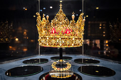 _DSC1459 - Christian IV's crown / Rosenborg Slot Crown Jewels (AlexDROP) Tags: 2019 denmark copenhagen europe art travel jewels royal crown museum color regal interior nikond750 tamronaf1735mmf284diosda037 best iconic famous mustsee picturesque postcard