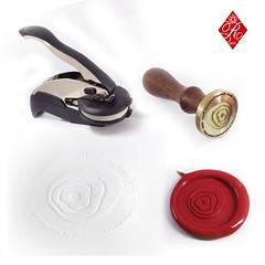 Sello en seco y sello de lacre (www.omellagrabados.com) Tags: wwwomellagrabadoscom httpssellosroyallacrees sello en seco de lacre omella aplicación logo logotipado