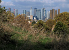Two Worlds. (No1bus) Tags: london selondon canarywharf eastlondon greenwichpark autumn