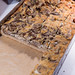 Quiche mit Waldpilzen und Champignons in einem Backblech