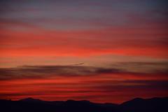 DSC_3247 (griecocathy) Tags: paysage coucher soleil ciel nuage montagne noir orange gris bleu beige violet