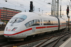 Class 403, Frankfurt Hauptbahnhof, October 28th 2017 (Southsea_Matt) Tags: class403 siemens velaro ice ice3 db deutschebahn emu electricmultipleunit train railway railroad vehicle publictransport passengertravel canon 80d october 2017 autumn germany