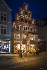 ... beim bäcker (manfred-hartmann) Tags: hansestadt abends hanse leica lichtzauberwerk lüneburg manfredhartmann germany